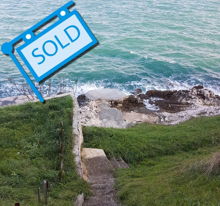 Unique opportunity! Exclusive building plot 1st row to the sea, with own beach!