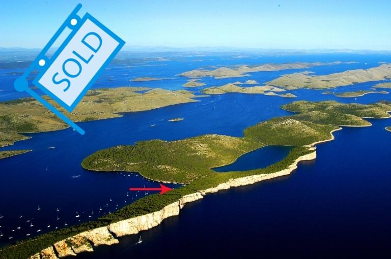 Luxury real estate Dalmatia Farkaš sells business premises first row from the sea on Dugi otok. Exclusive offer!