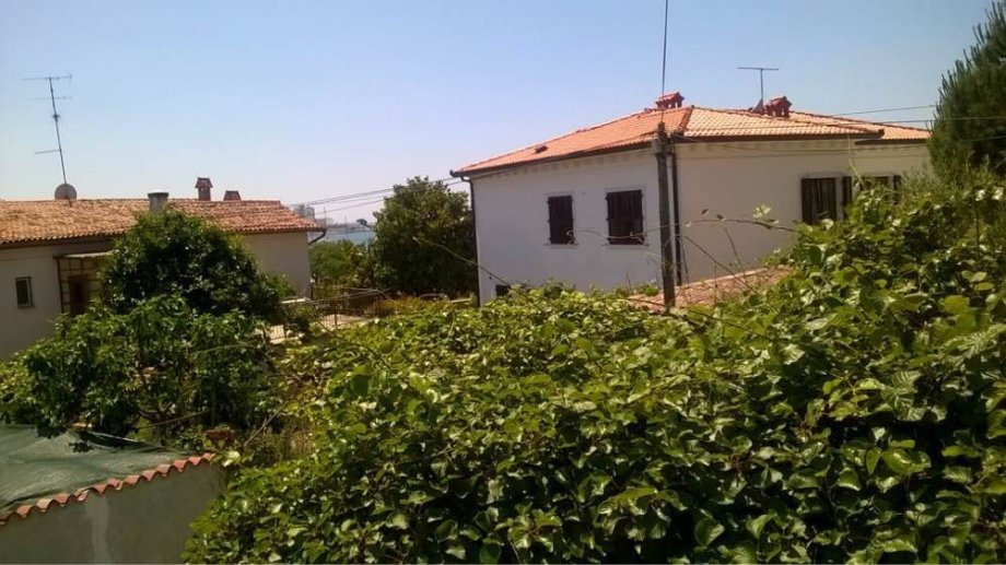 Stone houses Istria, Farkas is selling a house for renovation, 2nd row from the sea, Umag. Exclusive sale!