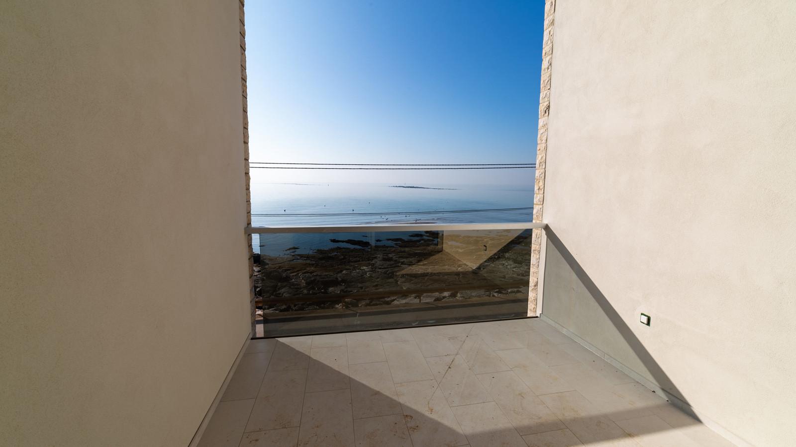 Luxusimmobilien Istrien Farkaš verkauft Wohnung 1. Reihe zum Meer, Umag