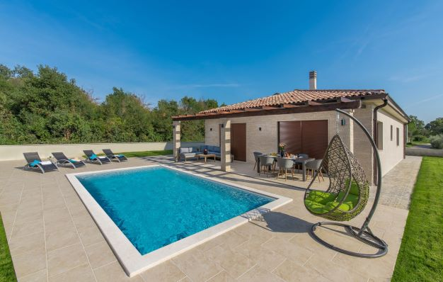 Luxury villas Istria, Farkaš sells beautiful new villa with pool near Umag