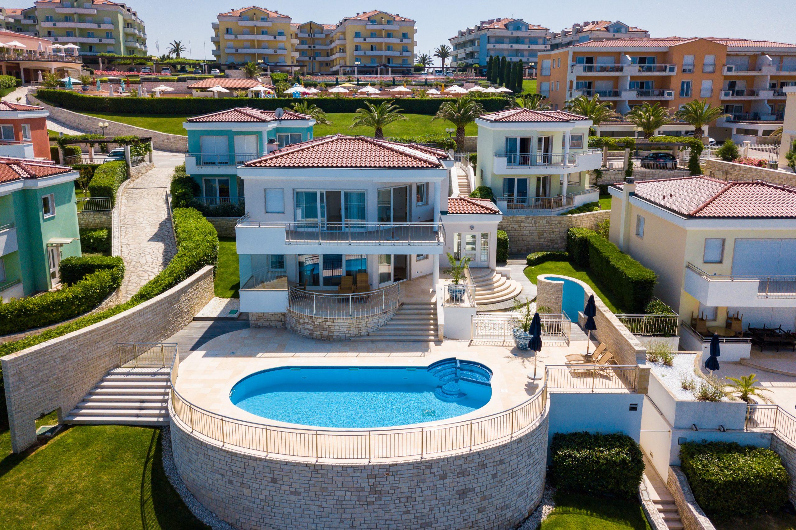 Luxury villas Istria Farkaš sell exclusive villa in golf resort, Umag