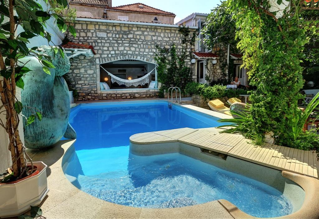 Exclusive sale! Only in luxury real estate Farkaš! Stone haus in Supetar, island Brač on sale