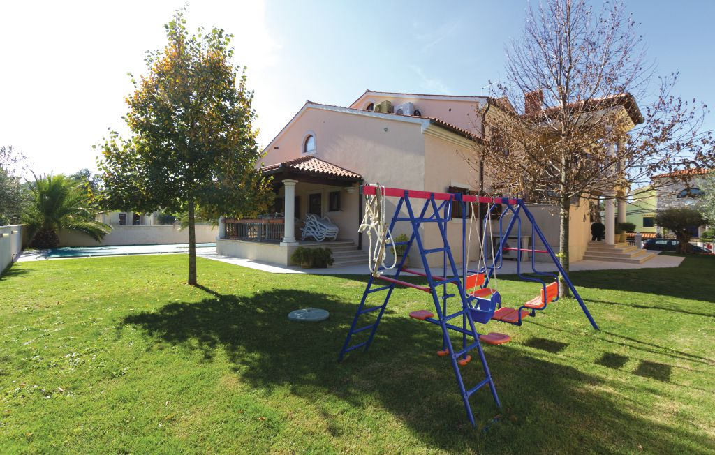 Houses near the sea for sale Istria, house with pool for sale, 3rd row from the sea, Pula, 16