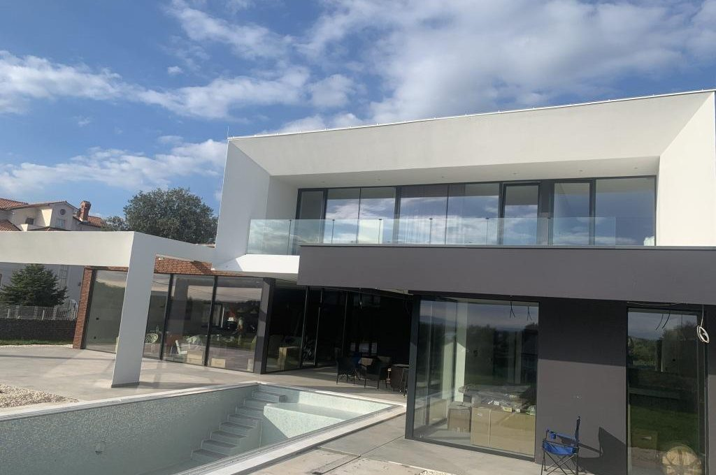 Luxury villas for sale in Istria Farkaš sell new luxury villa in Ližnjan