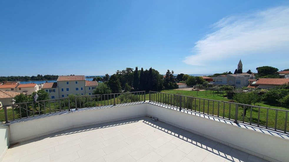 Apartments Umag Farkaš is selling luxury modern apartment near the sea, Umag surroundings
