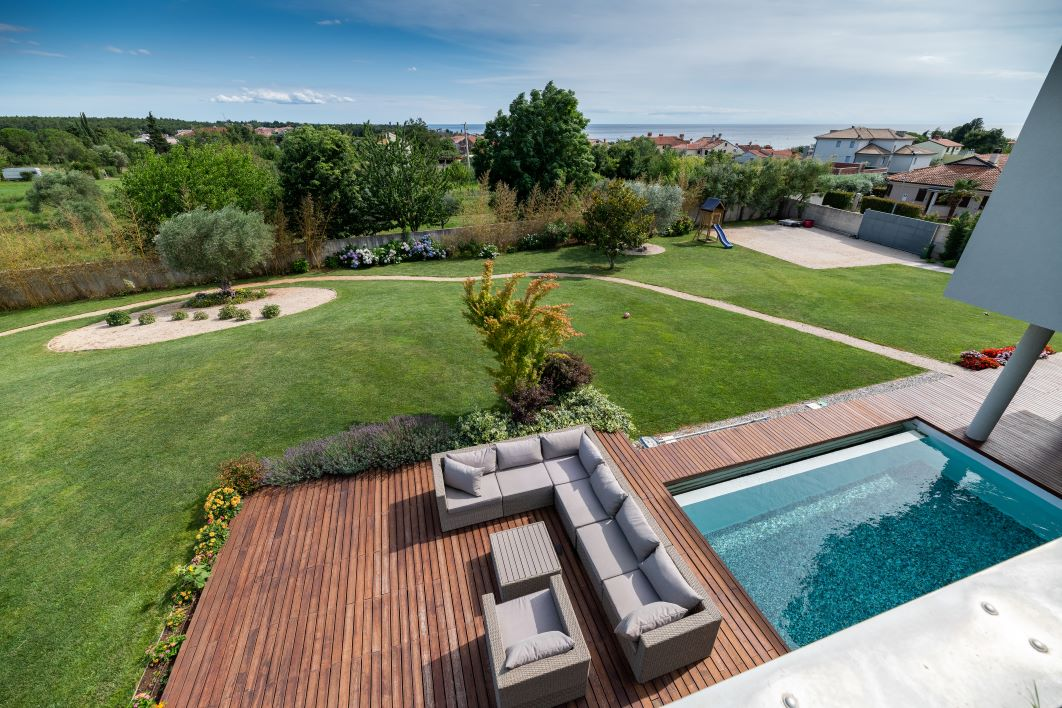 Astonish villa with pool and big garden for sale near Umag
