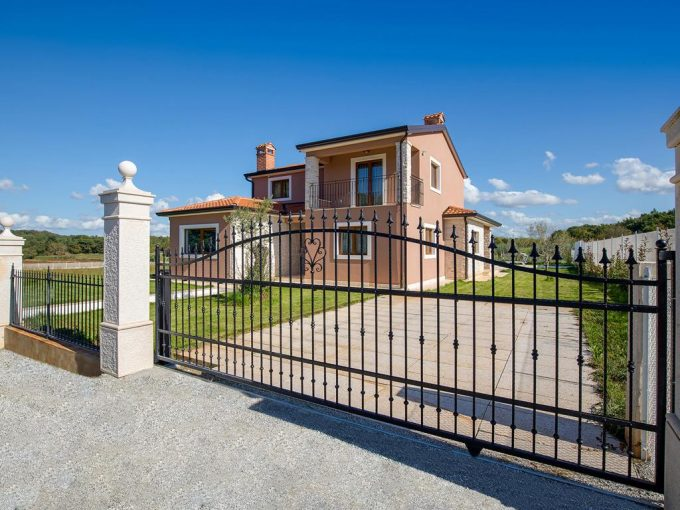 NEW OFFER! BEAUTIFUL VILLA IN A QUIET PLACE NEAR THE SEA WITH A VIEW ON NATURE