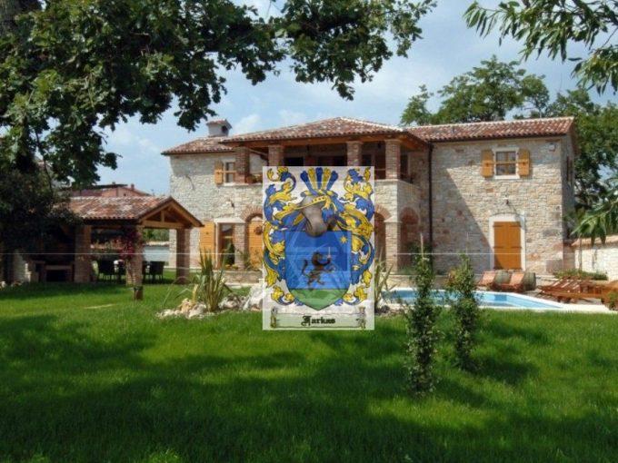For sale is a unique Istrian villa with a swimming pool near Poreč